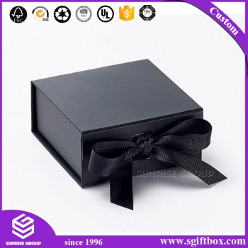 Luxury Lady Apparel Gift Packaging Box with Silk Ribbon